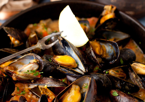 Mussels in White Wine Sauce with Onions and Tomatoes – The appetizer that should be in every cook's repertoire!